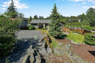 Photo 32: 1063 Chesterfield Rd in Saanich: SW Strawberry Vale House for sale (Saanich West)  : MLS®# 844474