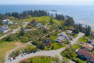 Photo 4: 90 Bradene Road in Victoria: House for sale (Metchosin)