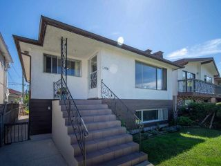 Photo 4: 2426 E GEORGIA Street in Vancouver: Renfrew VE House for sale (Vancouver East)  : MLS®# R2589923