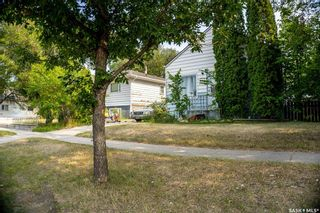 Photo 3: 2105 20th Street West in Saskatoon: Pleasant Hill Residential for sale : MLS®# SK863933