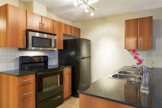 Photo 5: 106 2780 ACADIA Road in Vancouver: University VW Townhouse for sale (Vancouver West)  : MLS®# R2045967