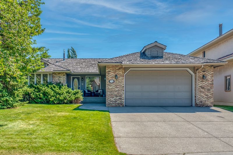 FEATURED LISTING: 72 Edelweiss Drive Northwest Calgary