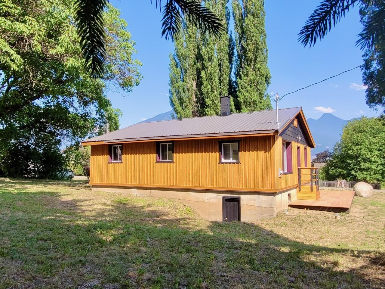 Main Photo: 439 VIEW STREET in Kaslo: House for sale : MLS®# 2460032