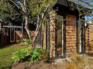 Photo 17: 2520 Cedar Hill Rd in VICTORIA: Vi Oaklands Half Duplex for sale (Victoria)  : MLS®# 697951