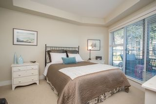 """Photo 14: 415 14855 THRIFT Avenue: White Rock Condo for sale in """"The Royce"""" (South Surrey White Rock)  : MLS®# R2538329"""