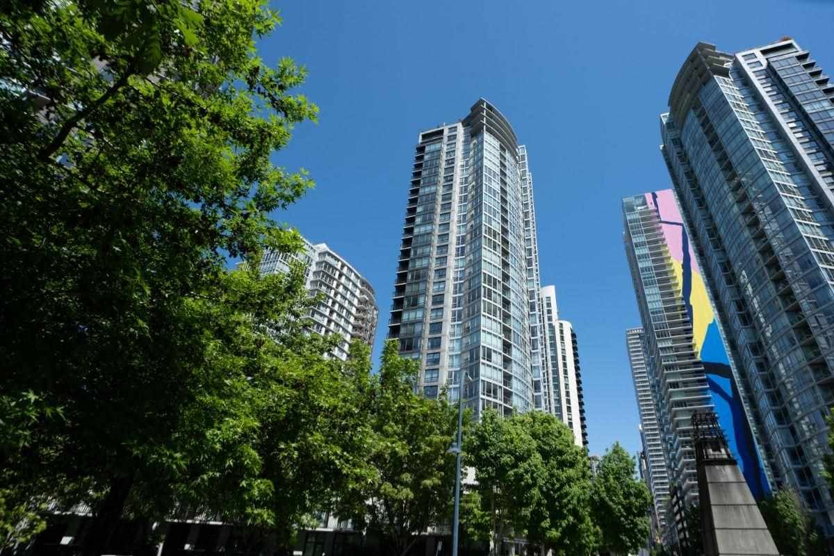 """Main Photo: 1907 1495 RICHARDS Street in Vancouver: Yaletown Condo for sale in """"Azzura Two"""" (Vancouver West)  : MLS®# R2580924"""