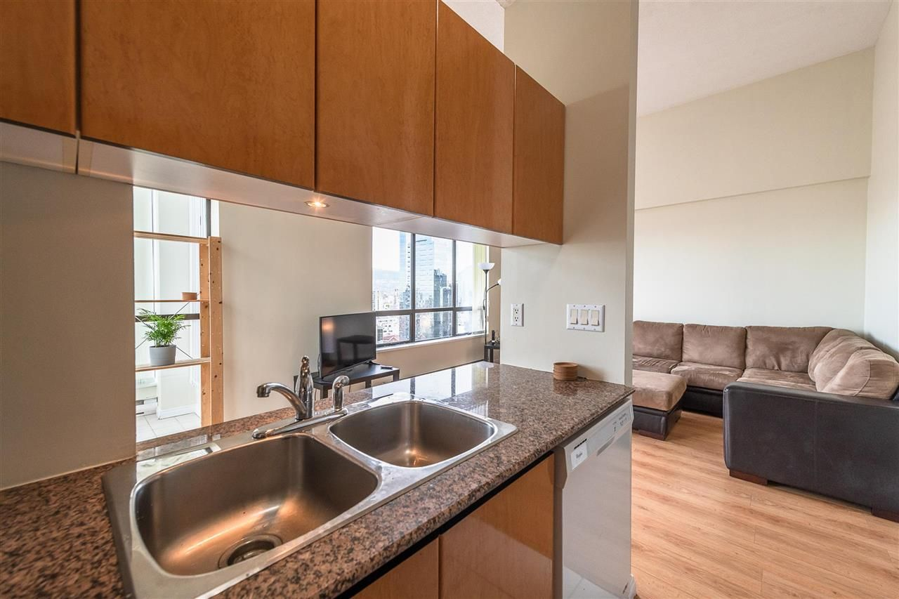 """Photo 8: Photos: PH4 1189 HOWE Street in Vancouver: Downtown VW Condo for sale in """"The Genesis"""" (Vancouver West)  : MLS®# R2513563"""