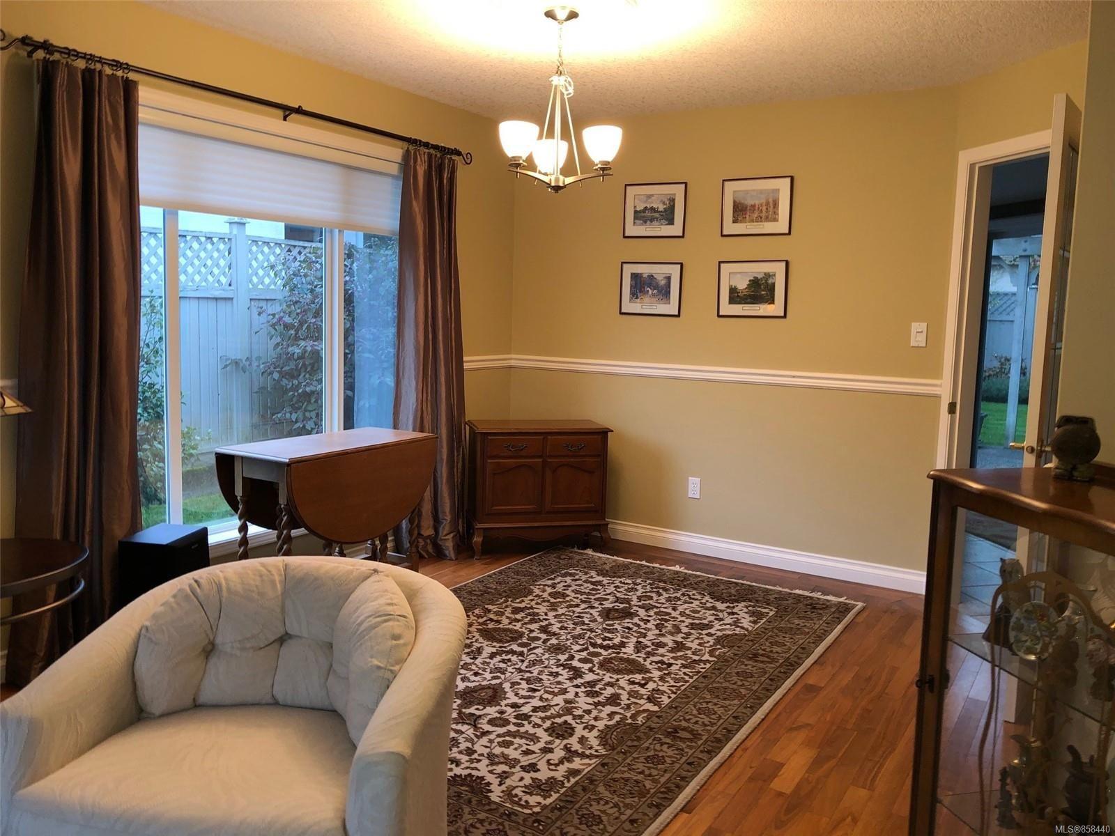 Photo 4: Photos: 798 Devon Pl in : PQ Qualicum Beach House for sale (Parksville/Qualicum)  : MLS®# 858440