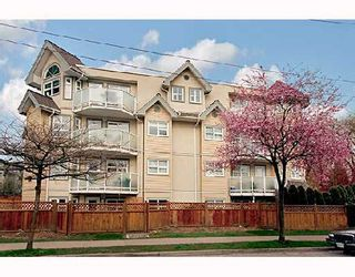 """Photo 1: 105 1515 E 6TH Avenue in Vancouver: Grandview VE Condo for sale in """"WOODLAND TERRACE"""" (Vancouver East)  : MLS®# V745517"""