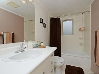 Photo 11: 2084 Neil St in VICTORIA: OB Henderson House for sale (Oak Bay)  : MLS®# 793053