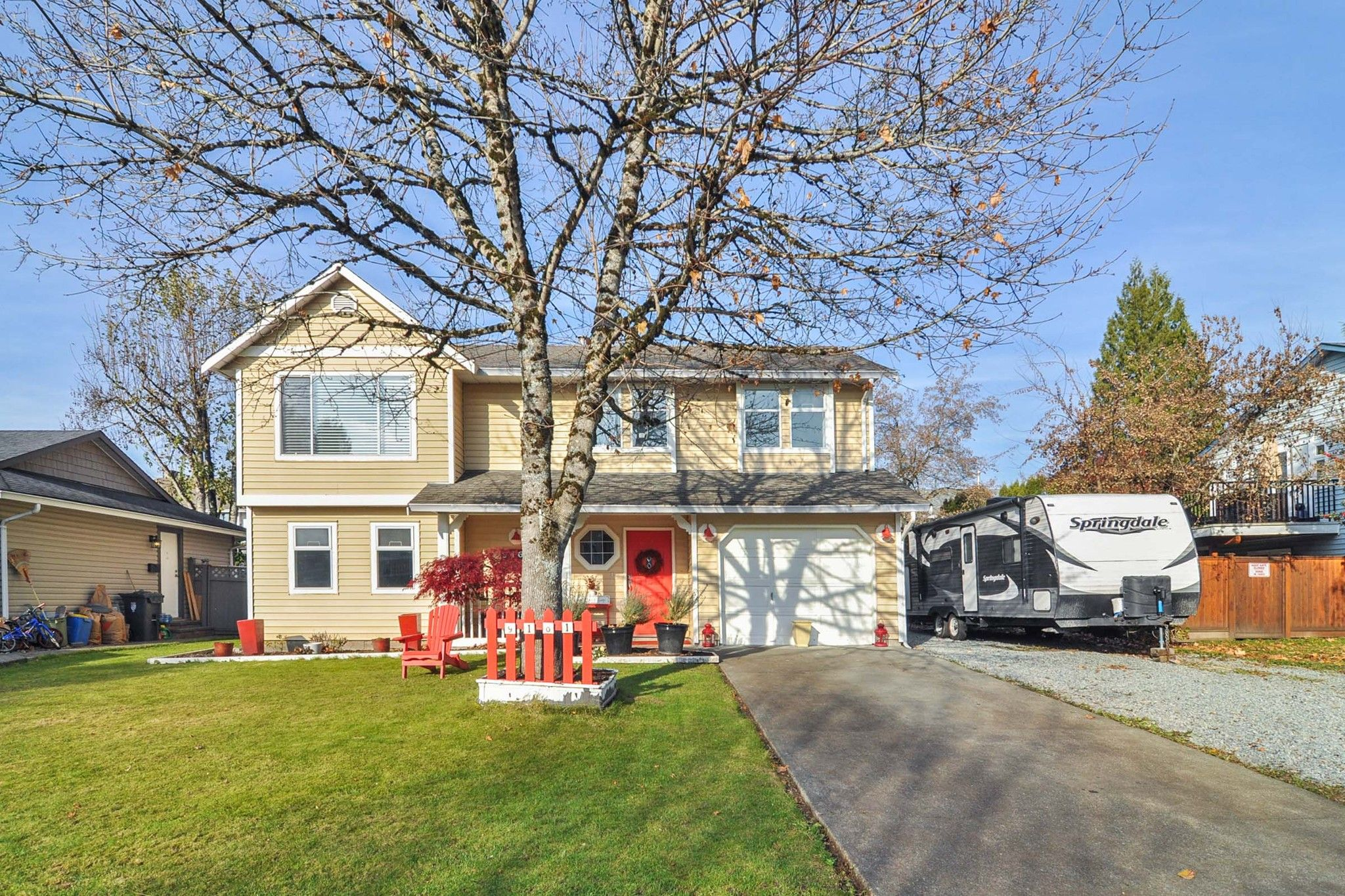 Main Photo: 9161 212A Place in Langley: Walnut Grove House for sale : MLS®# R2417929