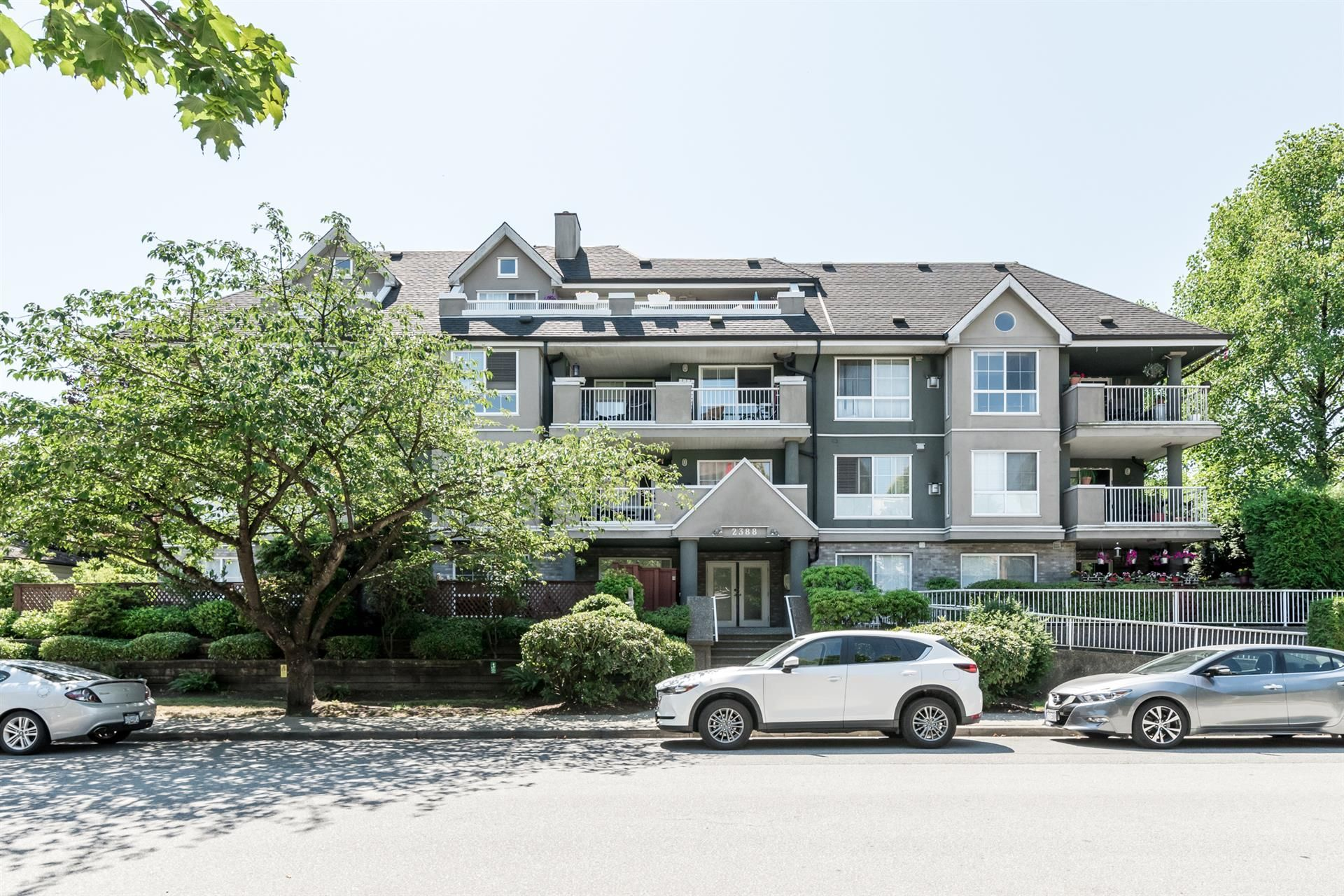 """Main Photo: 306 2388 WELCHER Avenue in Port Coquitlam: Central Pt Coquitlam Condo for sale in """"PARK GREEN"""" : MLS®# R2292110"""