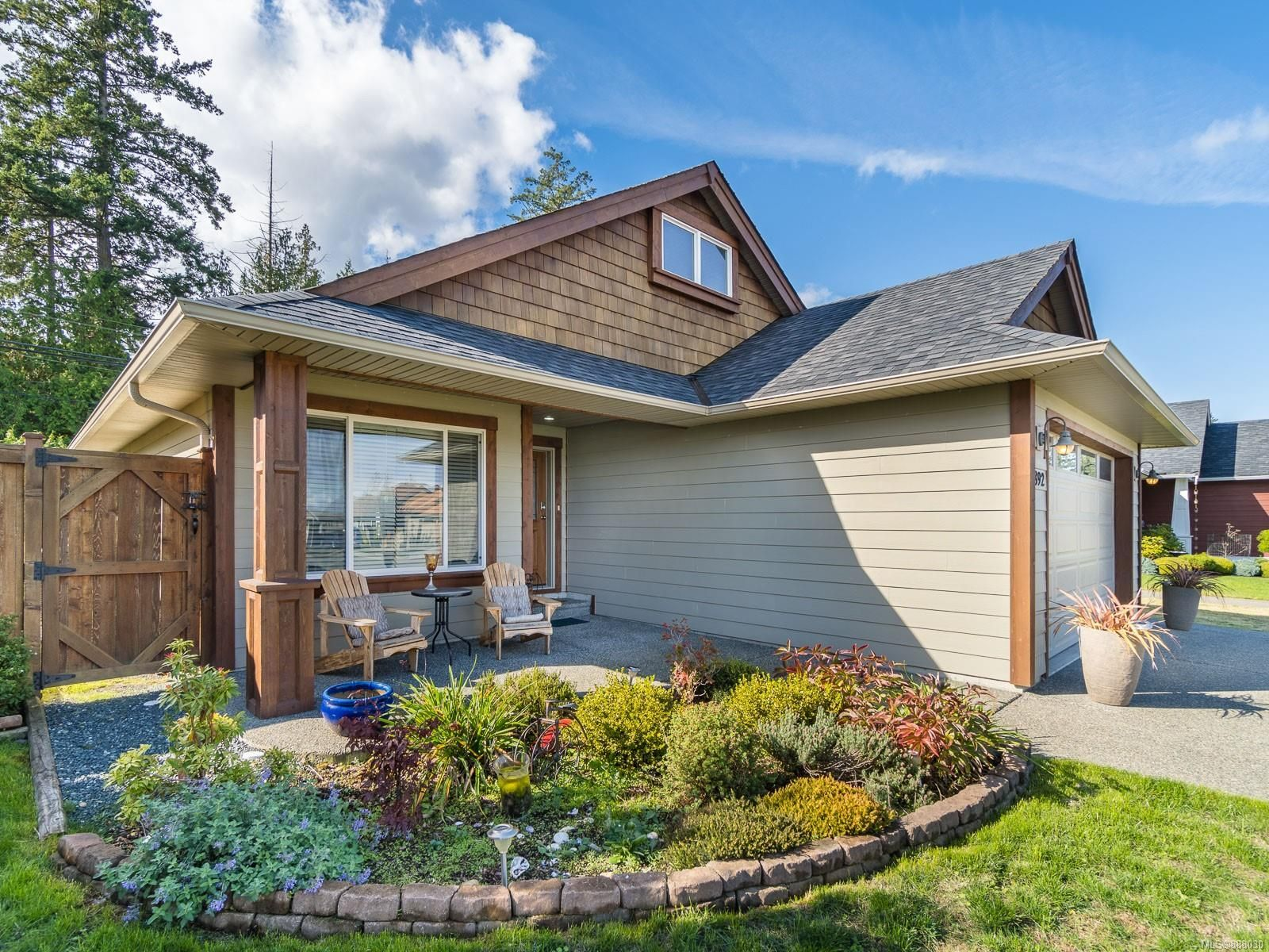 Main Photo: 892 Bouman Pl in : PQ French Creek House for sale (Parksville/Qualicum)  : MLS®# 888030