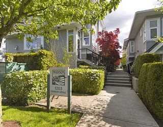 """Photo 1: 18 1203 MADISON Avenue in Burnaby: Willingdon Heights Townhouse for sale in """"MADISON GARDENS"""" (Burnaby North)  : MLS®# V768424"""
