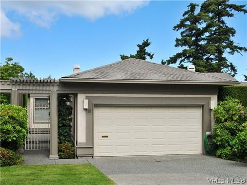 Main Photo: 18 4300 Stoneywood Lane in VICTORIA: SE Broadmead Row/Townhouse for sale (Saanich East)  : MLS®# 610675