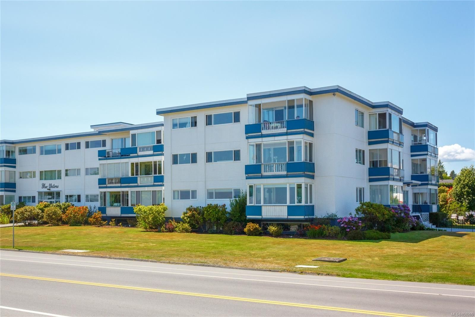 Main Photo: 314 9560 Fifth St in : Si Sidney South-East Condo for sale (Sidney)  : MLS®# 850265