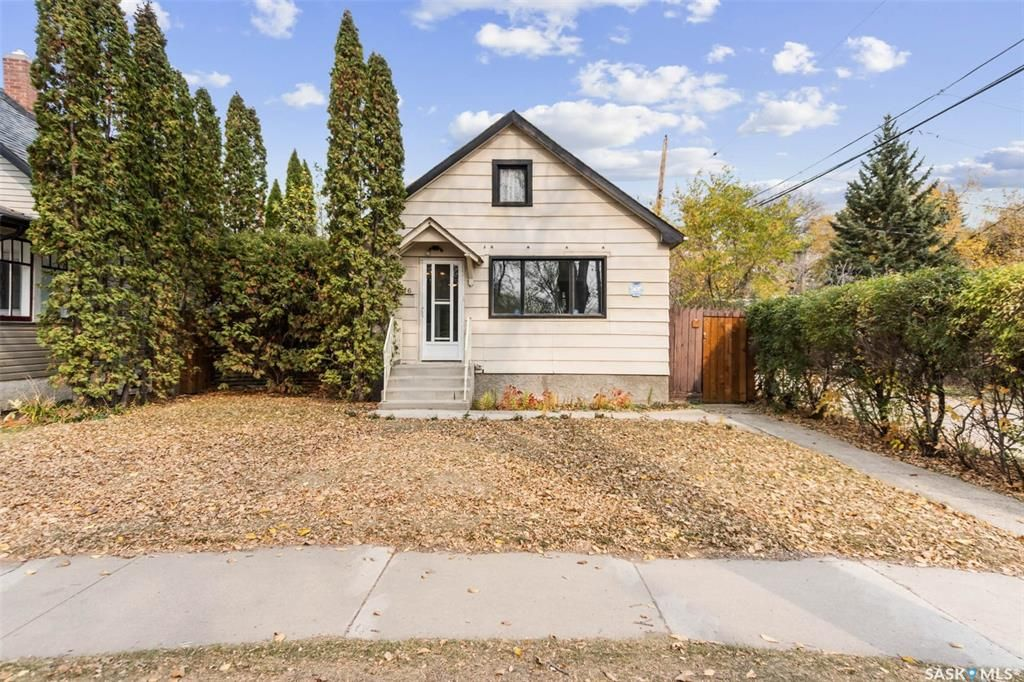 Main Photo: 316 30th Street West in Saskatoon: Caswell Hill Residential for sale : MLS®# SK872492
