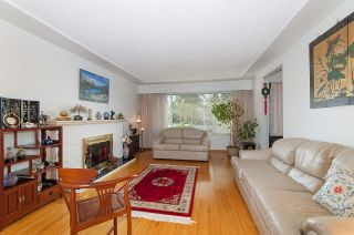 Photo 2: 835 GROVER AVENUE in Coquitlam: Coquitlam West House for sale : MLS®# R2147676