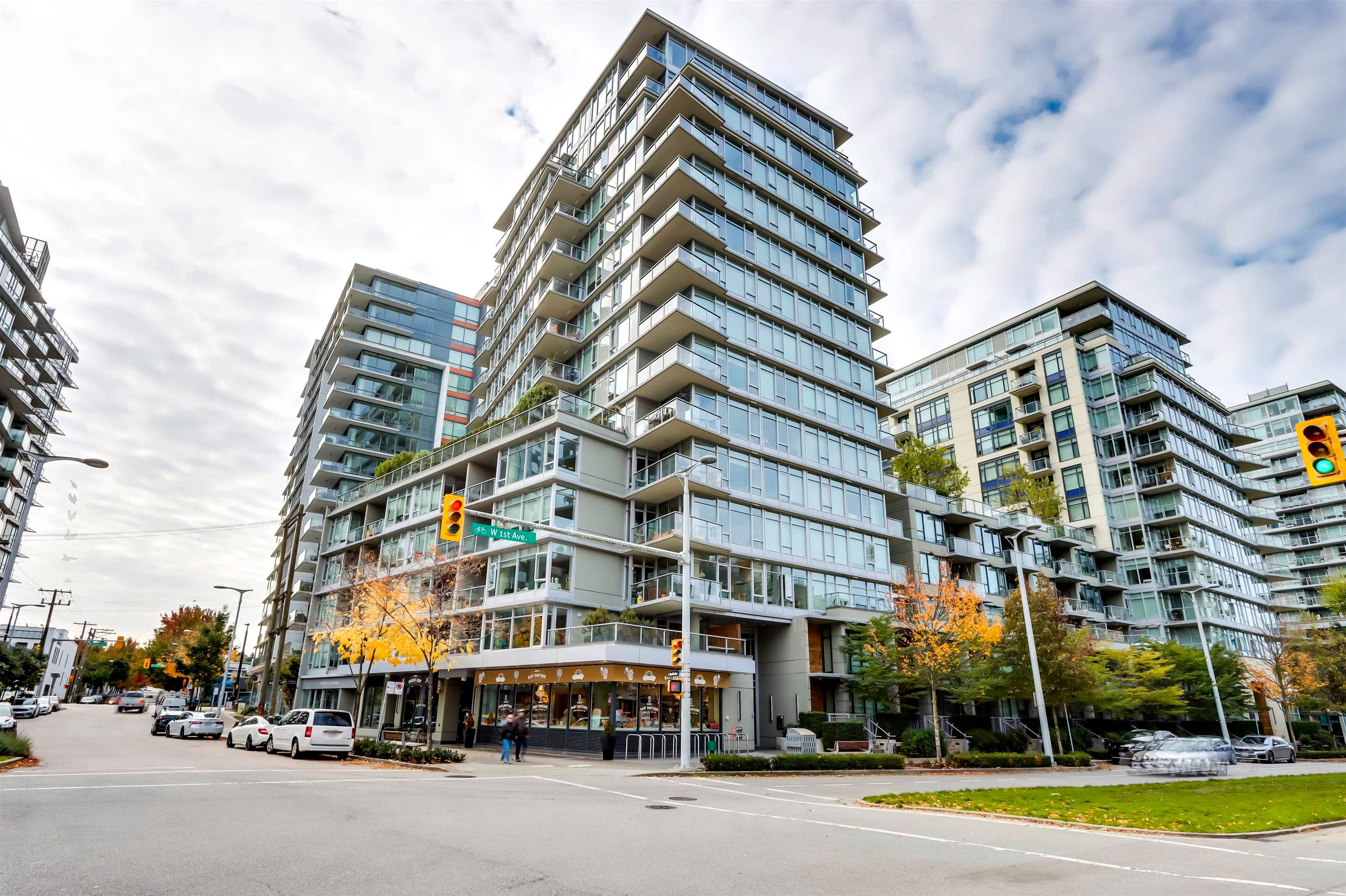 """Main Photo: 806 108 W 1ST Avenue in Vancouver: False Creek Condo for sale in """"Wall Centre False Creek"""" (Vancouver West)  : MLS®# R2625628"""