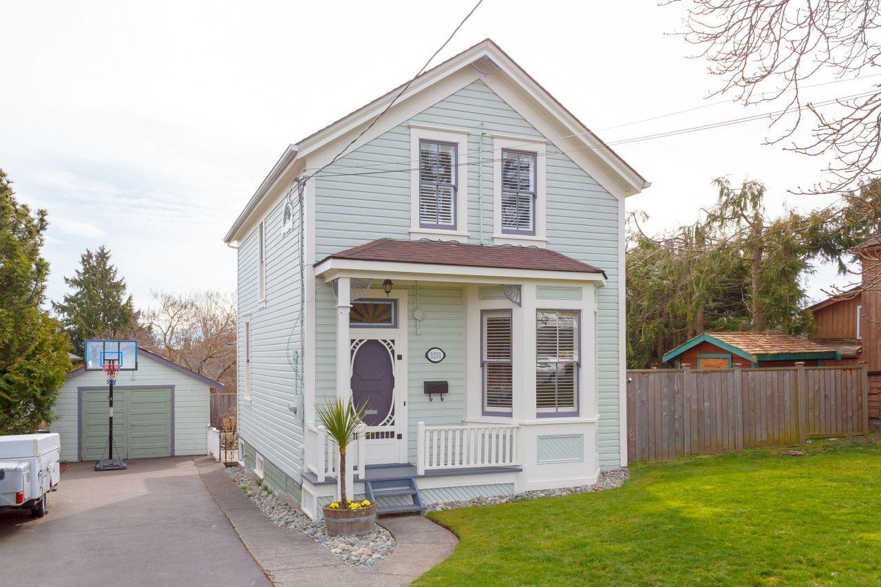 Main Photo: 3251 Harriet Rd in VICTORIA: SW Rudd Park House for sale (Saanich West)  : MLS®# 835569