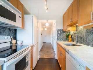 """Photo 14: 401 5926 TISDALL Street in Vancouver: Oakridge VW Condo for sale in """"OAKMONT PLAZA"""" (Vancouver West)  : MLS®# R2374156"""