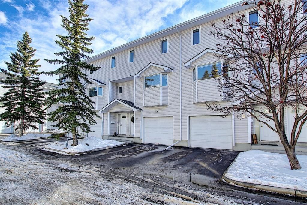 Main Photo: 96 Glenbrook Villas SW in Calgary: Glenbrook Row/Townhouse for sale : MLS®# A1072374