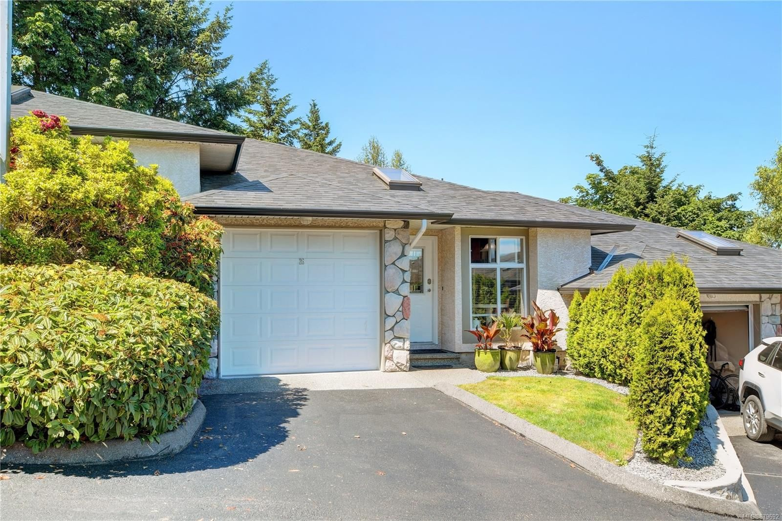 Main Photo: 26 300 Six Mile Rd in : VR Six Mile Row/Townhouse for sale (View Royal)  : MLS®# 879692