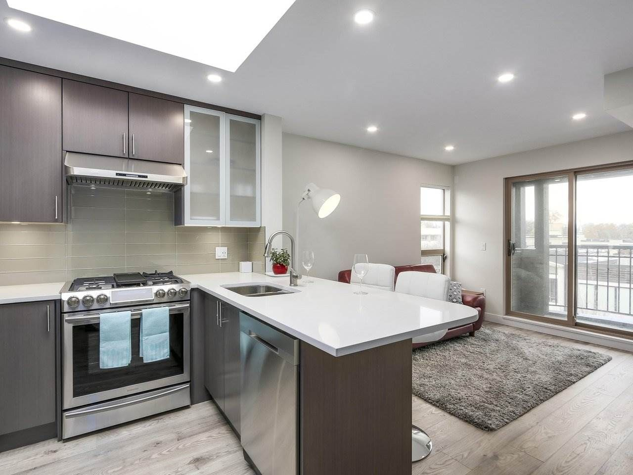"""Main Photo: 401 688 E 16TH Avenue in Vancouver: Fraser VE Condo for sale in """"VINTAGE EASTSIDE"""" (Vancouver East)  : MLS®# R2223422"""