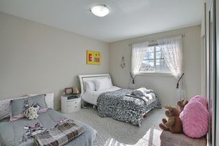 Photo 21: 34 Crestmont Drive SW in Calgary: Crestmont Detached for sale : MLS®# A1119055
