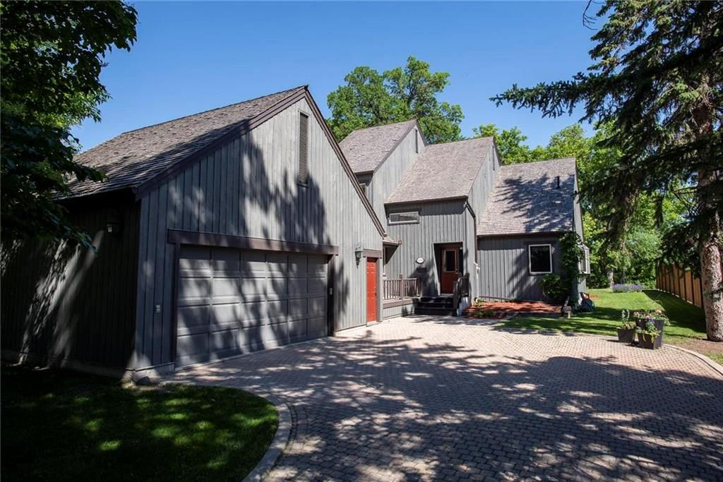 Main Photo: 3099 Vialoux Drive in Winnipeg: Charleswood Residential for sale (1F)  : MLS®# 202114580