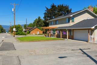 Photo 2: Kelowna- Home For Sale - Lake- Lower Mission, Renovated