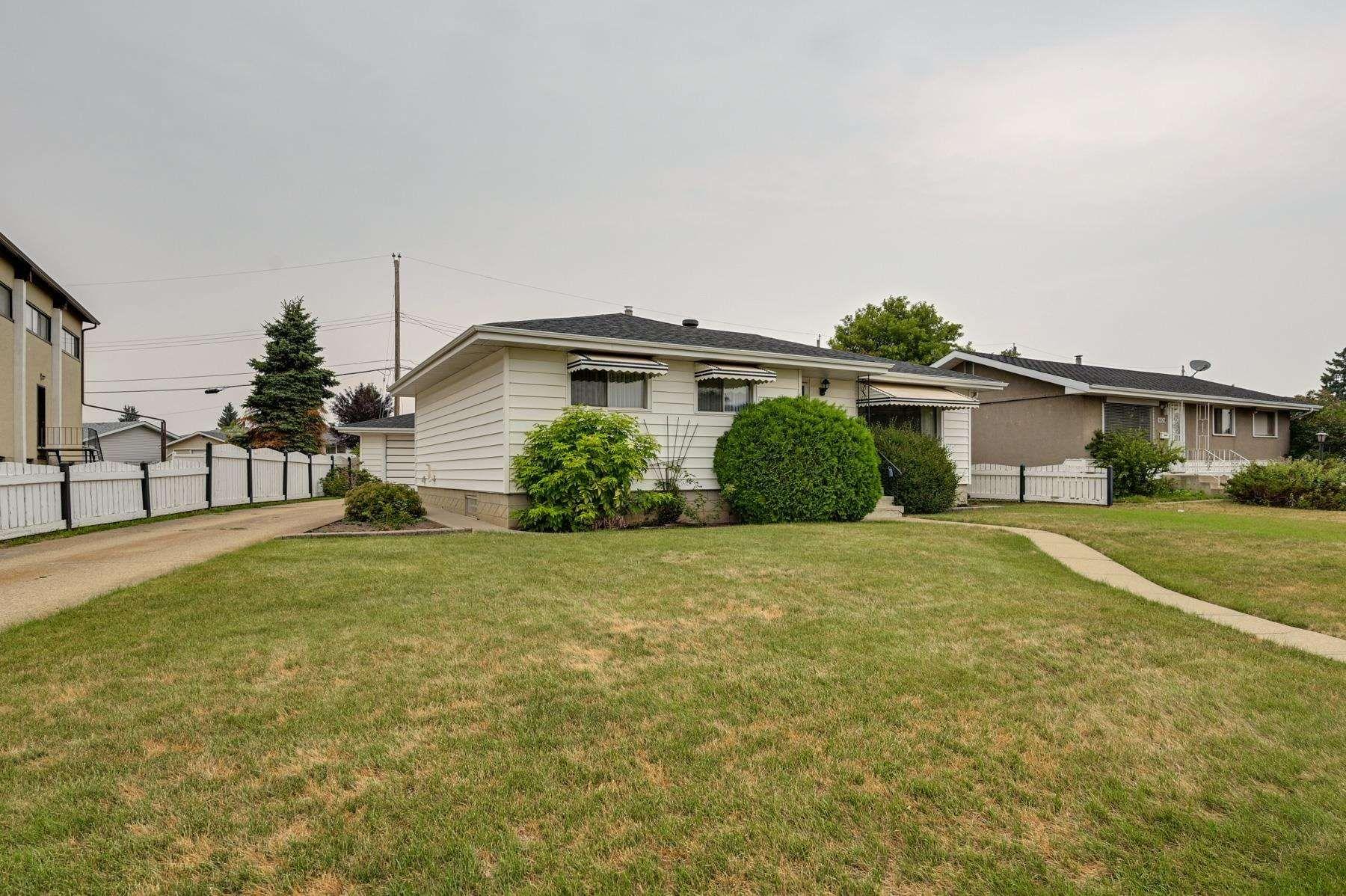 Main Photo: 8924 135 Avenue in Edmonton: Zone 02 House for sale : MLS®# E4257137