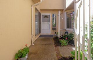 Photo 3: 18 909 Admirals Rd in Esquimalt: Es Esquimalt Row/Townhouse for sale : MLS®# 879199