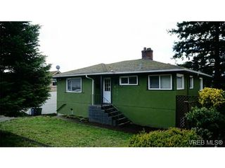Photo 1: 869 Darwin Ave in VICTORIA: SE Swan Lake House for sale (Saanich East)  : MLS®# 721699