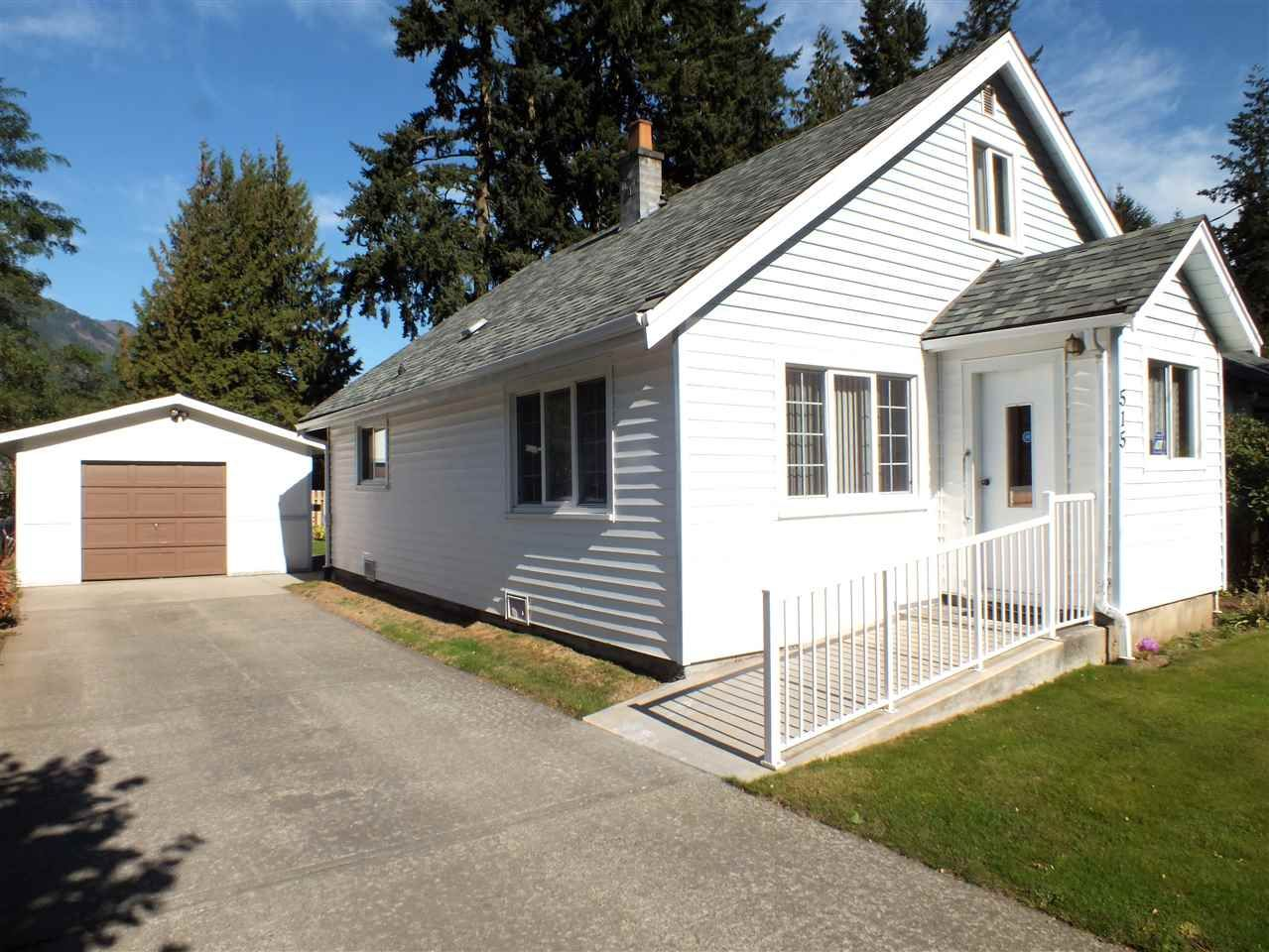 Main Photo: 515 COMMISSION Street in Hope: Hope Center House for sale : MLS®# R2478226