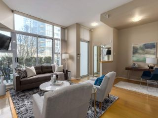 Photo 3: 188 BOATHOUSE MEWS in Vancouver: Yaletown Townhouse for sale (Vancouver West)  : MLS®# R2048357