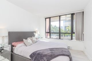 """Photo 8: 604 909 MAINLAND Street in Vancouver: Yaletown Condo for sale in """"YAELTOWN PARK II"""" (Vancouver West)  : MLS®# R2617490"""