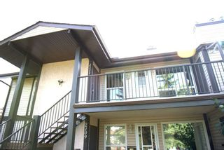 Photo 2: 2111 SADDLEBACK Road in Edmonton: Zone 16 Carriage for sale : MLS®# E4228477