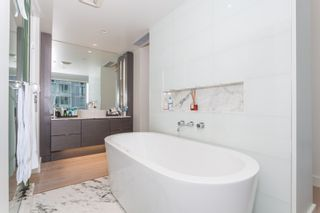 """Photo 13: 1501 1499 W PENDER Street in Vancouver: Coal Harbour Condo for sale in """"WEST PENDER PLACE"""" (Vancouver West)  : MLS®# R2057520"""