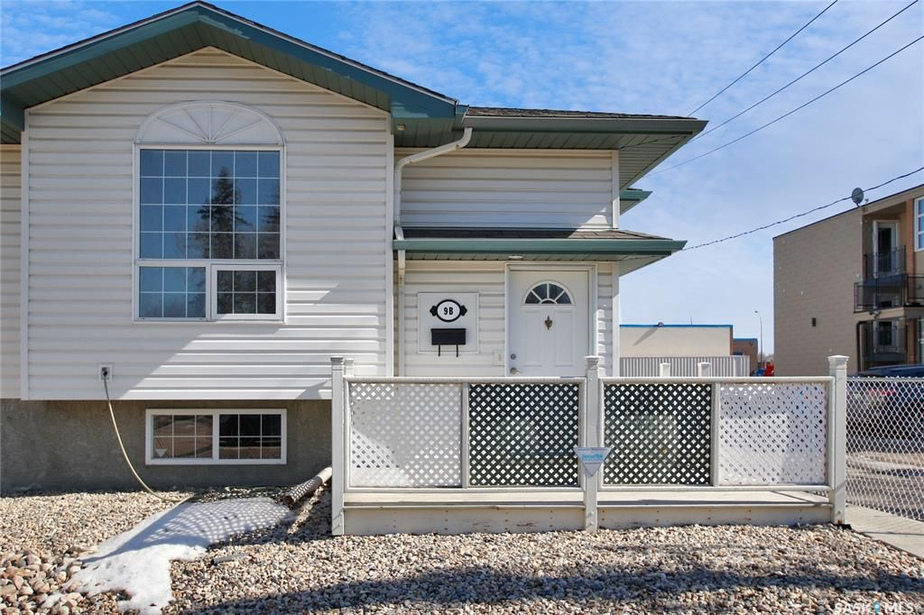 Main Photo: B 9 Angus Road in Regina: Coronation Park Residential for sale : MLS®# SK845933