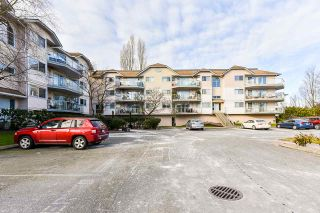 Photo 4: 109 5419 201A STREET in Langley: Langley City Condo for sale : MLS®# R2538468