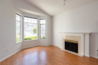 """Photo 8: 122 9012 WALNUT GROVE Drive in Langley: Walnut Grove Townhouse for sale in """"QUEEN ANNE GREEN"""" : MLS®# R2584394"""