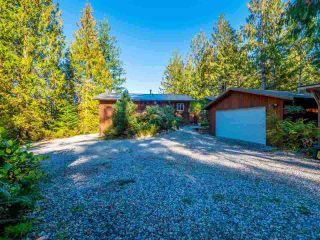 """Photo 10: 13702 CAMP BURLEY Road in Garden Bay: Pender Harbour Egmont House for sale in """"Mixal Lake"""" (Sunshine Coast)  : MLS®# R2485235"""