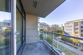 """Photo 14: 557 108 W 1ST Avenue in Vancouver: False Creek Condo for sale in """"WALL CENTRE"""" (Vancouver West)  : MLS®# R2614922"""