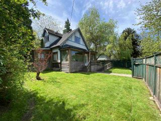 Photo 2: 2229 CLARKE Street in Port Moody: Port Moody Centre House for sale : MLS®# R2556700
