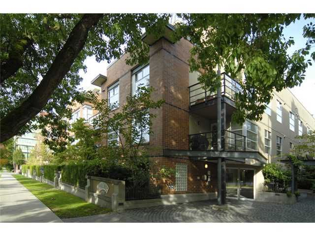 "Main Photo: 412 2181 W 12TH Avenue in Vancouver: Kitsilano Condo for sale in ""CARLINGS"" (Vancouver West)  : MLS®# V966699"