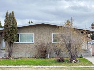 Photo 1: 2039 50 Avenue SW in Calgary: North Glenmore Park Semi Detached for sale : MLS®# C4295796