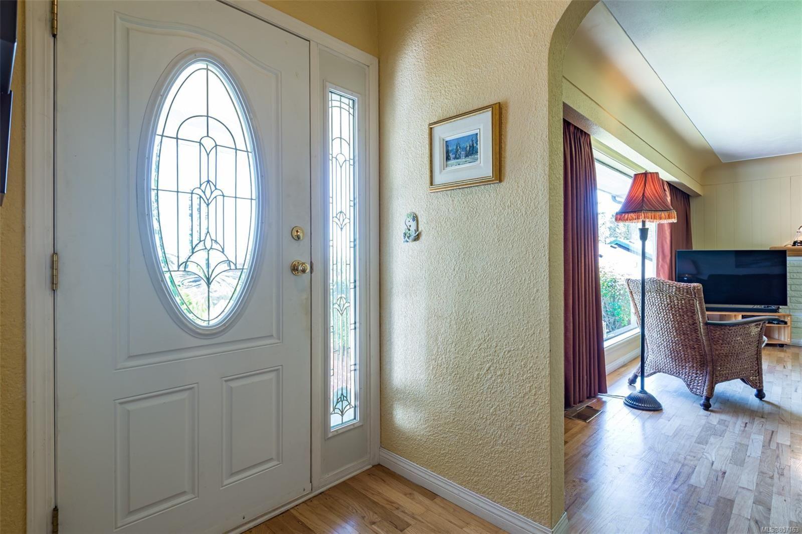Photo 6: Photos: 4241 Buddington Rd in : CV Courtenay South House for sale (Comox Valley)  : MLS®# 857163