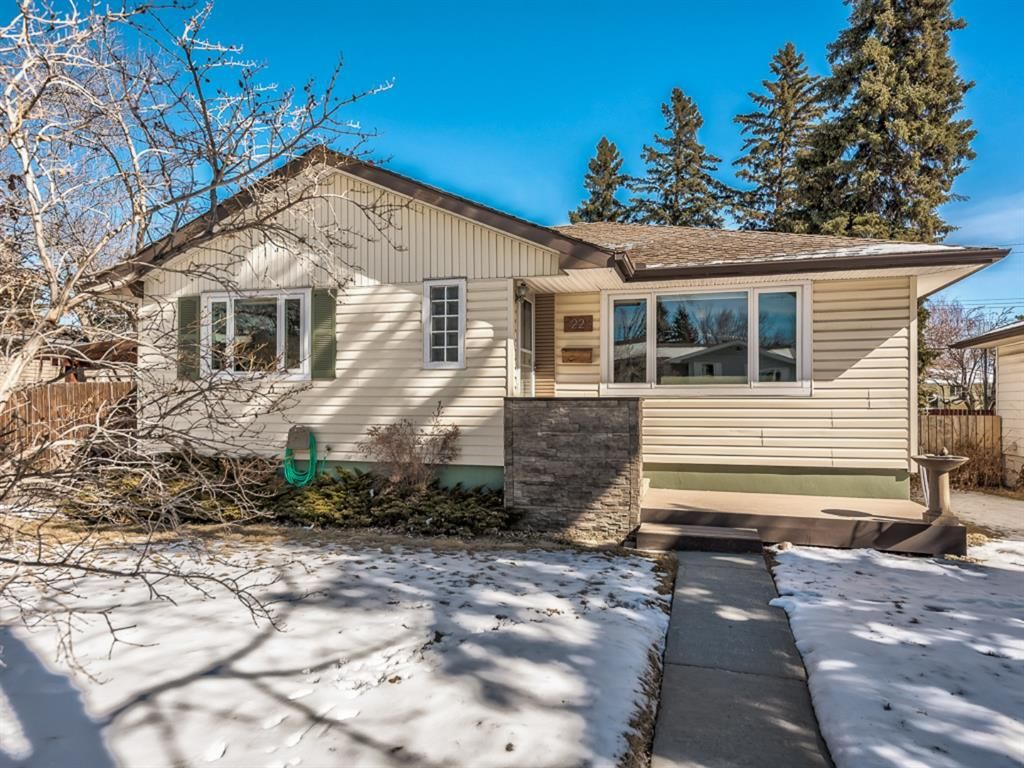 Main Photo: 22 Chancellor Way NW in Calgary: Cambrian Heights Detached for sale : MLS®# A1086810