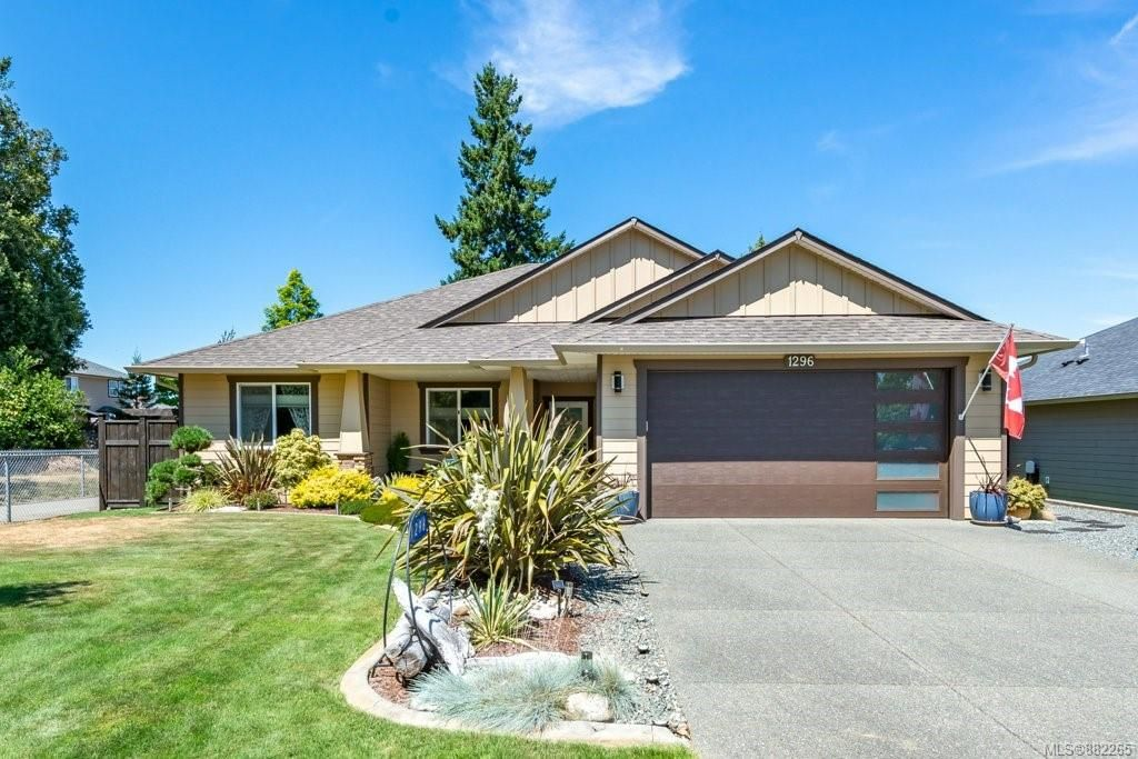 Main Photo: 1296 Admiral Rd in : CV Comox (Town of) House for sale (Comox Valley)  : MLS®# 882265